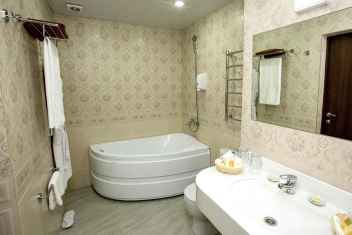 Туалетная комната номера Люкс в Корпусе 2 Alex Resort & Spa Hotel