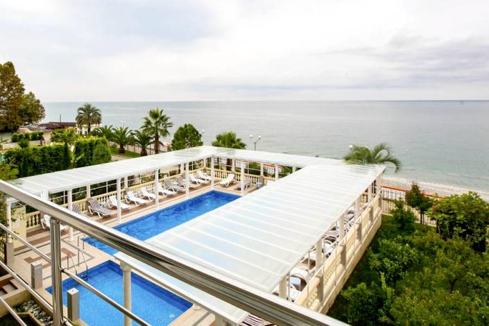 Вид на море и бассейн из номера в Корпусе 2 Alex Resort & Spa Hotel