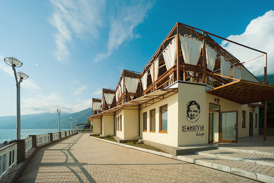 Ресторан и бар Хемингуэй на набережной Alex Resort & Spa Hotel