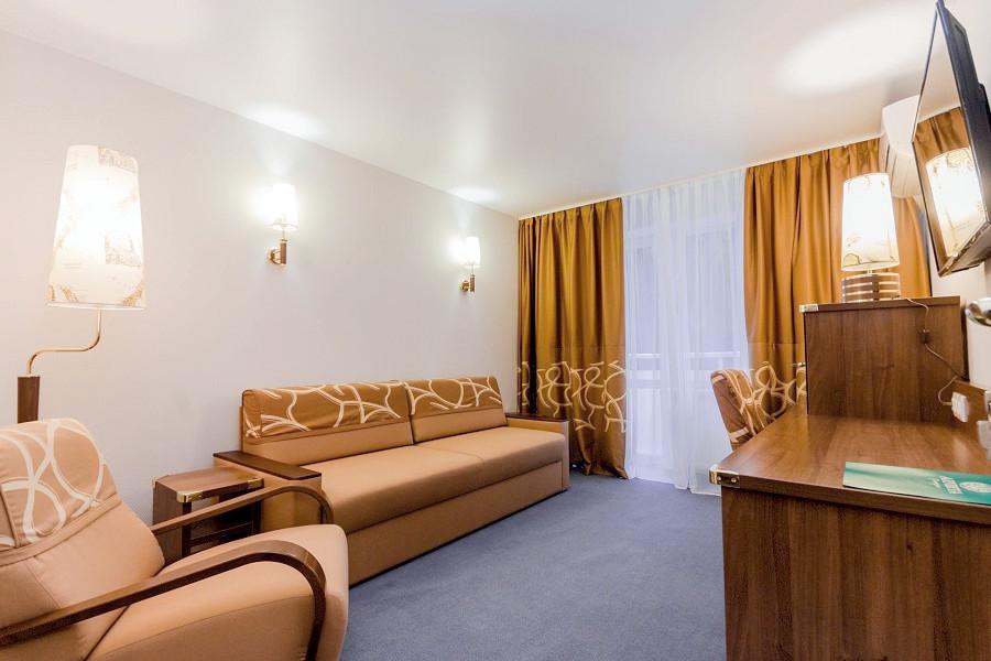 Комфорт двухместный двухкомнатный в Корпусе 7 санатория Алушта
