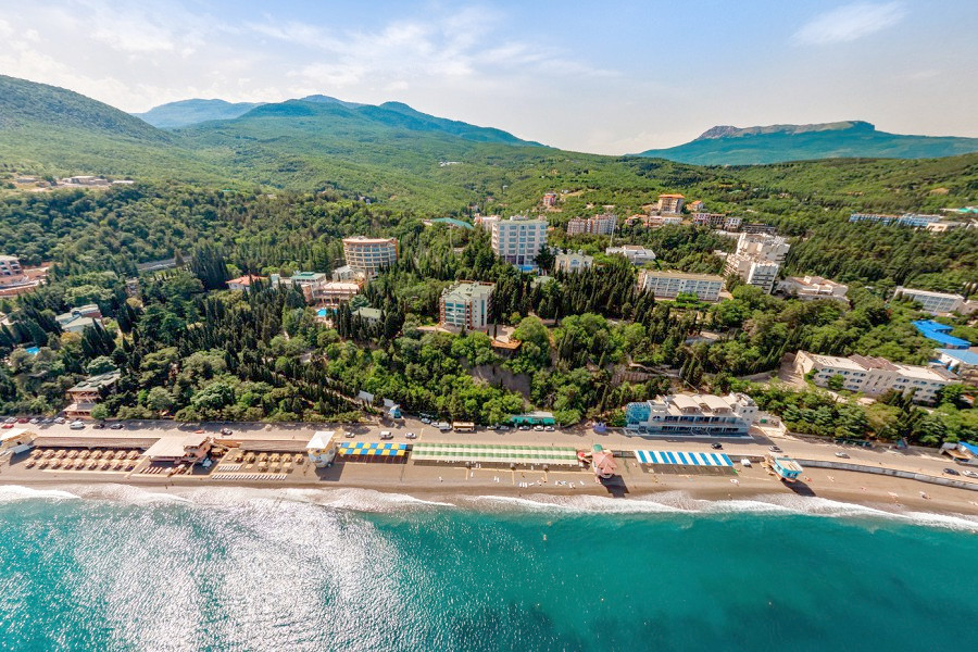 Вид на пляж санатория Алушта