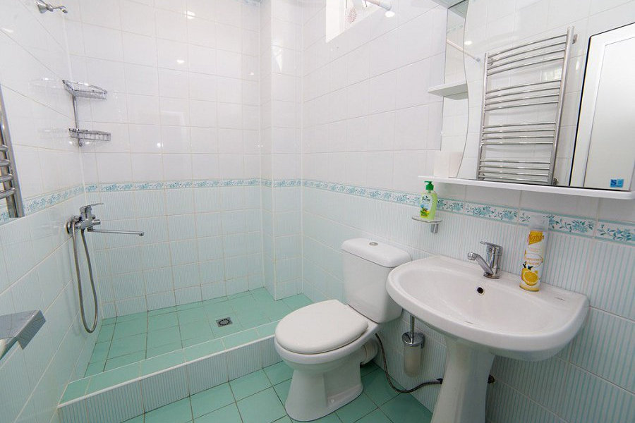 Туалетная комната в номере Корпуса №1 гостевого дома Amina Beach