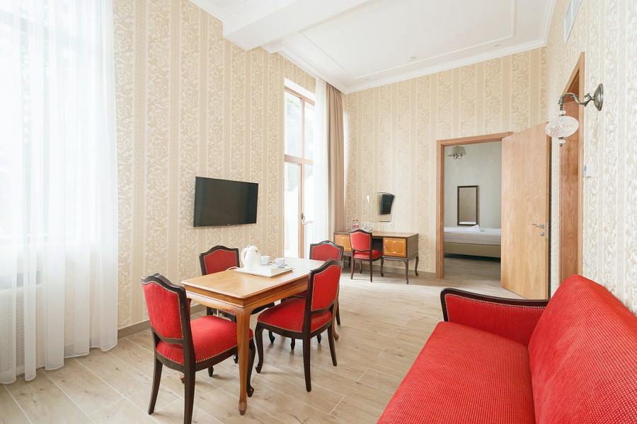 Сюит двухместный двухкомнатный с балконом в Корпусе № 1 Amra Park Hotel