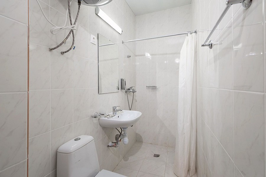 Туалетная комната Стандартного номера в Корпусе № 2 Amra Park Hotel