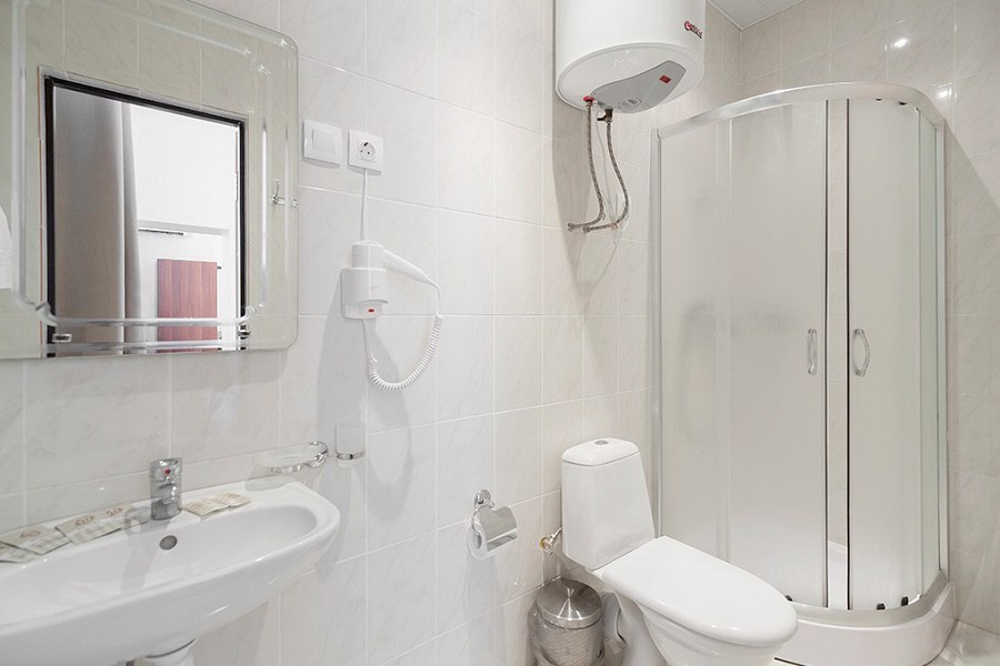 Туалетная комната номера Полулюкс в Корпусе № 2 Amra Park Hotel