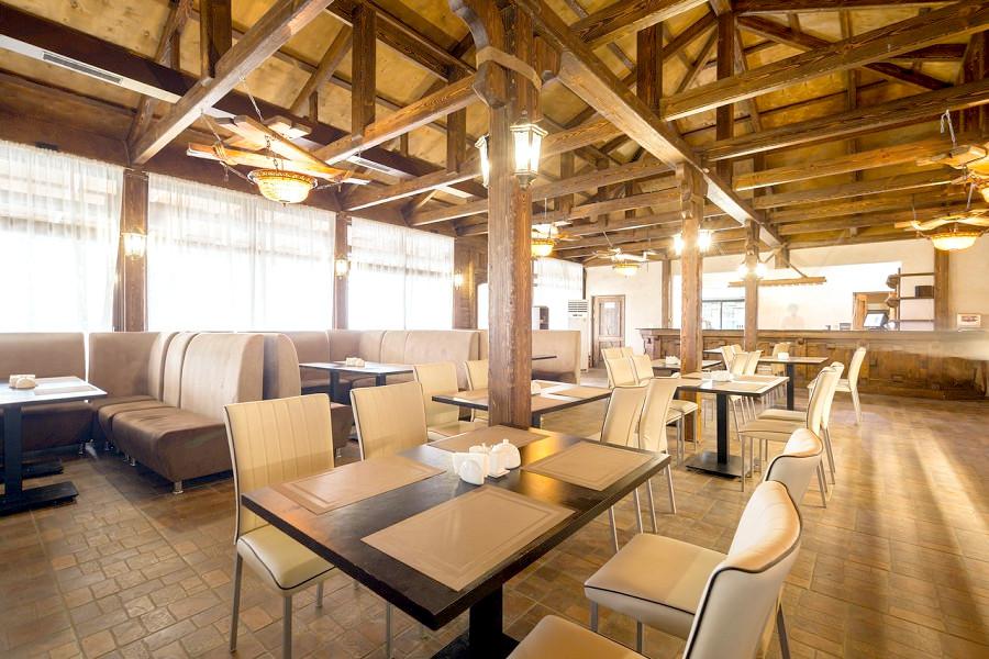 Кафе Пекан на набережной Amra Park Hotel