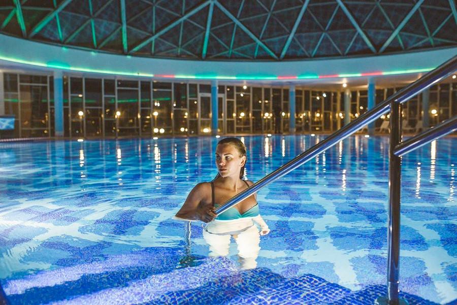 Бассейн Amra Park Hotel