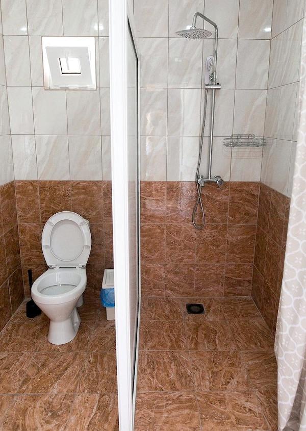 Туалетная комната Стандартного номера базы отдыха Amra Sunrise