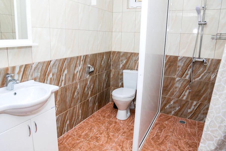 Туалетная комната Семейного номера базы отдыха Amra Sunrise
