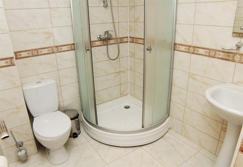 Туалетная комната номера Стандарт отеля Амран, Гагра, Абхазия
