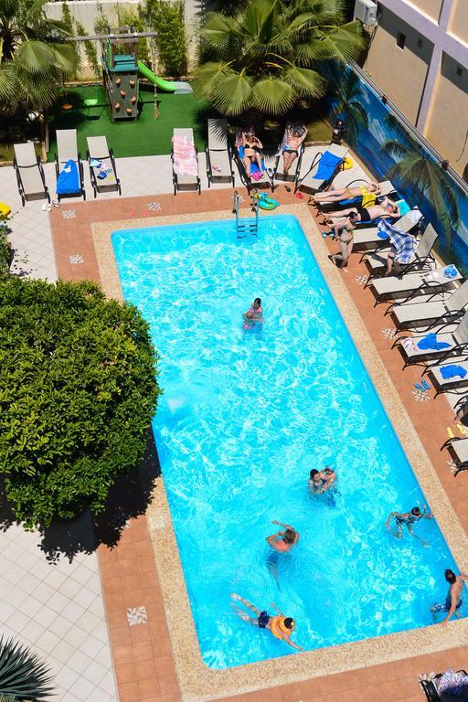 Бассейн отеля Амран, Гагра, Абхазия