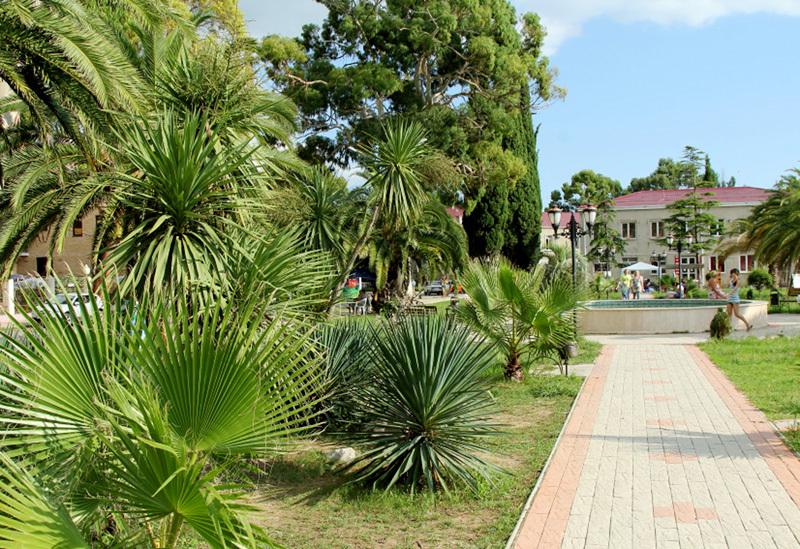 Набережная города Гагра, Абхазия