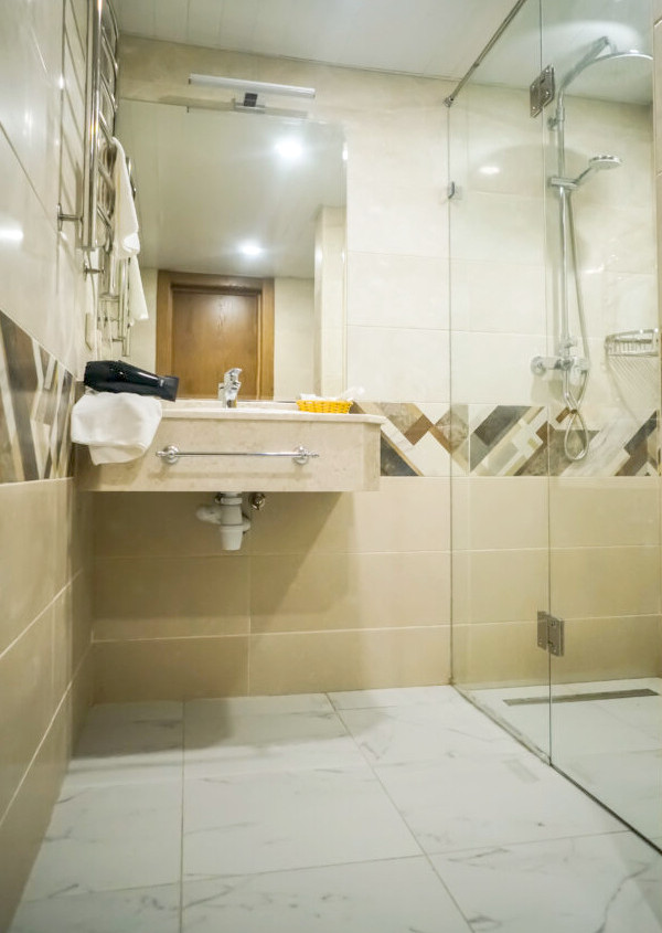 Туалетная комната номера Люкс Amza Park Hotel