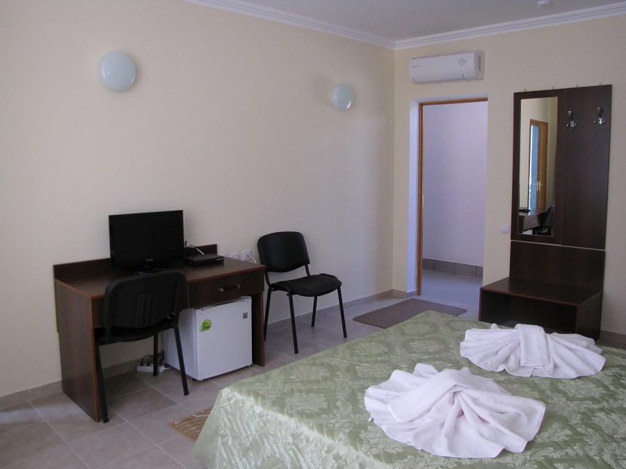Стандартный 4-местный 2-комнатный номер в 3-этажных корпусах №1 и №2 отеля Анакопия Клаб, Абхазия, Новый Афон, Приморское