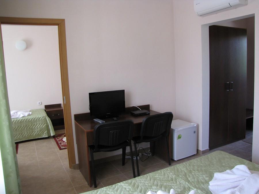 Стандартный 3-местный 2-комнатный номер в 3-этажных корпусах №1 и №2 отеля Анакопия Клаб, Абхазия, Новый Афон, Приморское