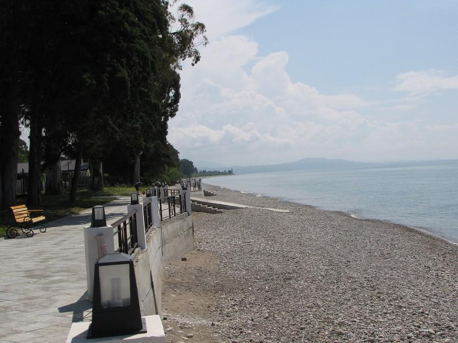 Набережная и пляж отеля Анакопия Клаб, Абхазия, Новый Афон, Приморское