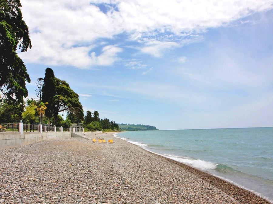 Пляж отеля Анакопия Клаб, Абхазия, Новый Афон, Приморское