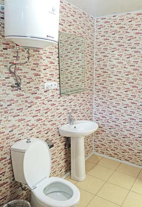 Туалетная комната номера Стандарт Плюс 3-местный в коттедже на 4 номера отеля Анакопия Клаб, Абхазия, Новый Афон, Приморское