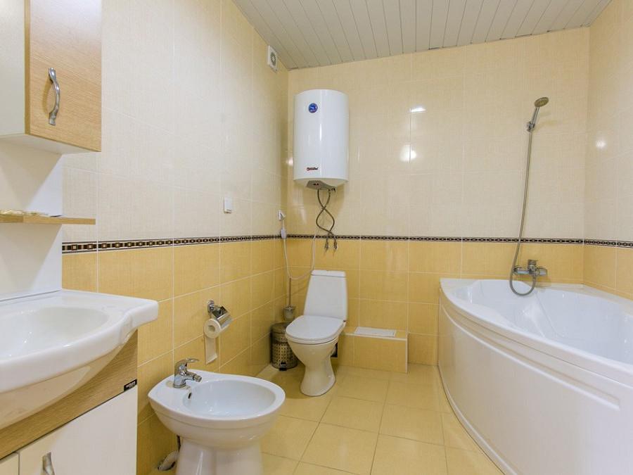 Ванная комната номера повышенной комфортности в 2-этажном коттедже отеля Анакопия Клаб, Абхазия, Новый Афон, Приморское
