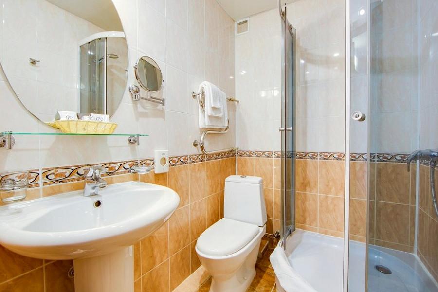 Туалетная комната Стандартного номера в Главном корпусе пансионата Анапа-Лазурная