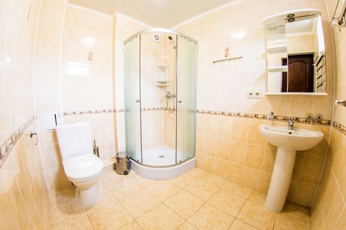 Туалетная комната Стандартного номера санатория Анапа-Нептун