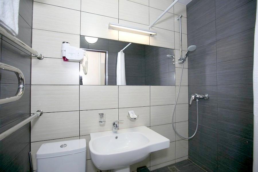 Туалетная комната Улучшенного номера санатория Анапа-Океан
