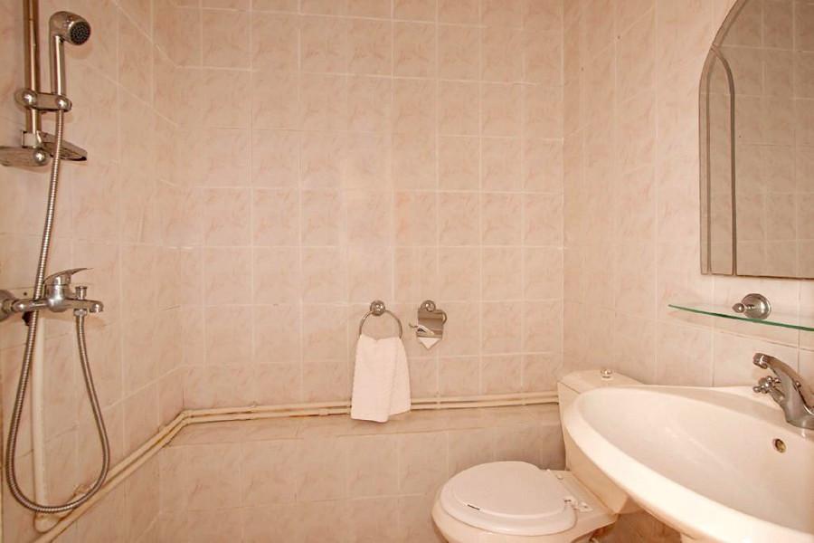Туалетная комната Стандартного номера в пансионате Анапчанка