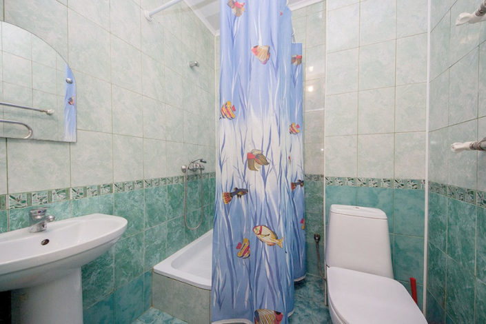 Туалетная комната номера Эконом в пансионате Анапский бриз
