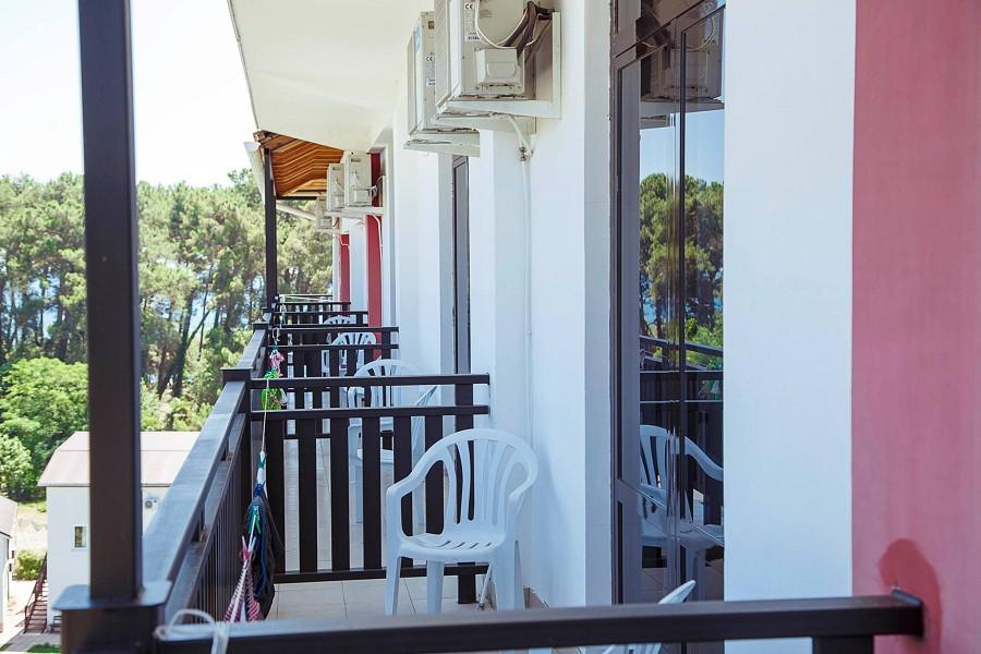 Балкон номера в 7-этажном корпусе гостиницы Апсара, Пицунда, Лдзаа