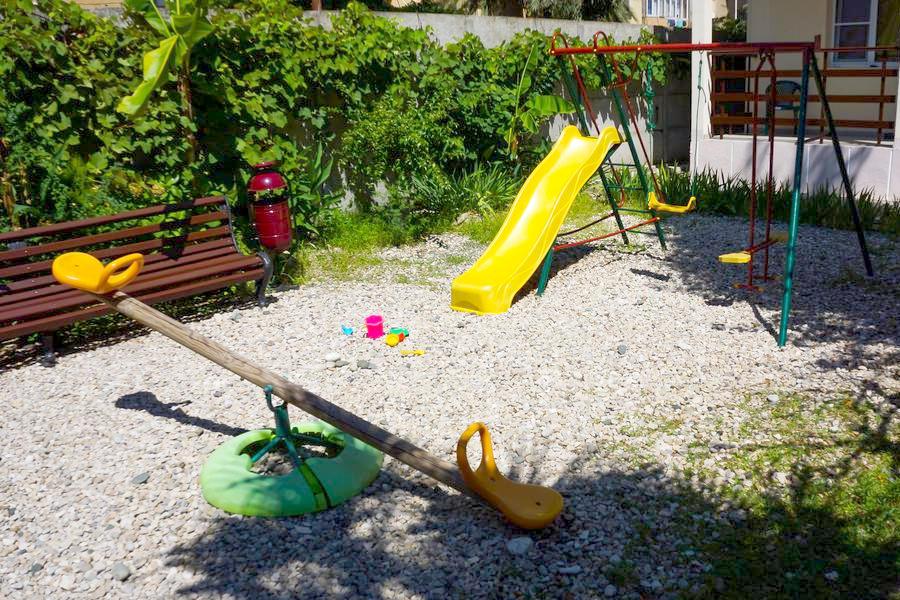 Детская площадка на территории гостиницы Апсилаа