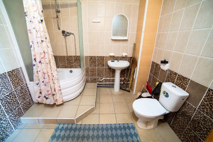 Туалетная комната четырехместного номера пансионата Апсны-Абазашта