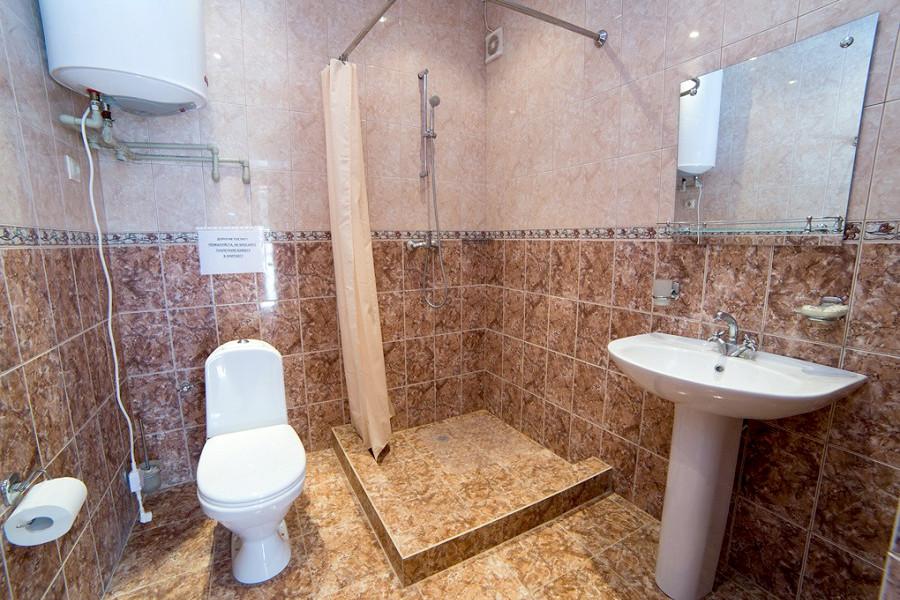 Туалетная комната Стандартного номера базы отдыха Апсны