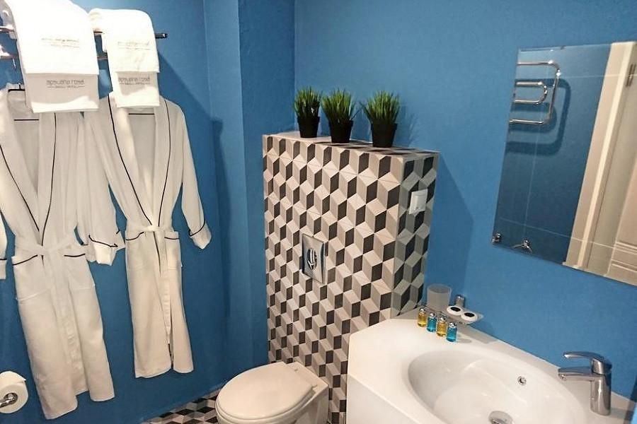Туалетная комната номера Ретро отеля Apsuana Rose, Гагра, Абхазия