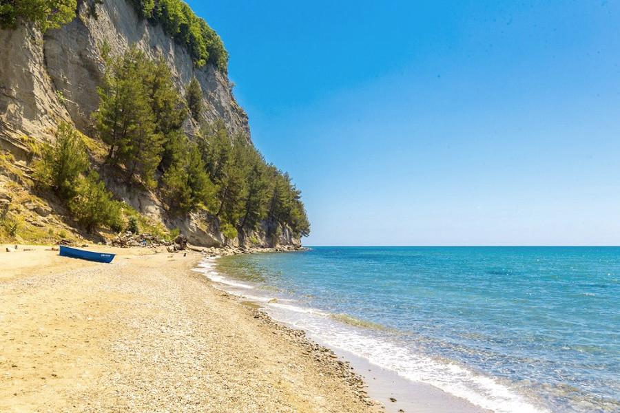 Пляж у пансионата Арбика