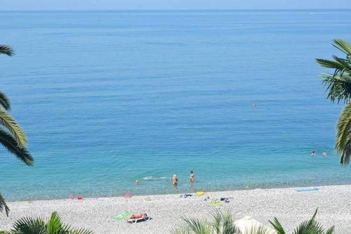 Пляж в Гагре, Абхазия