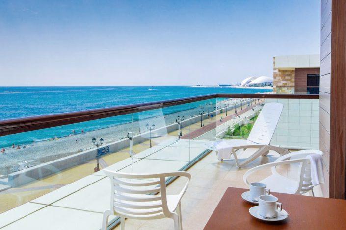 Терраса номера Люкс Премьер с видом на море в Главном корпусе парк-отеля Арфа, Сочи, Адлер