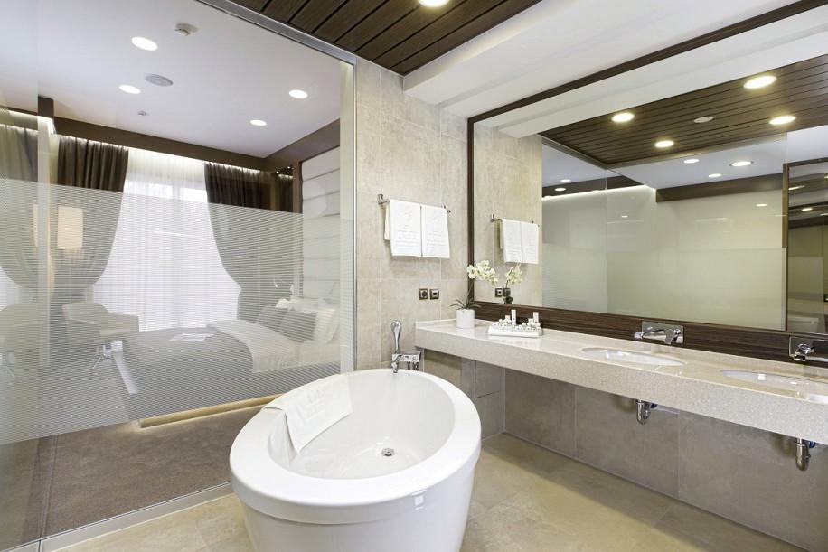 Туалетная комната номера Люкс Премьер в Главном корпусе парк-отеля Арфа, Сочи, Адлер