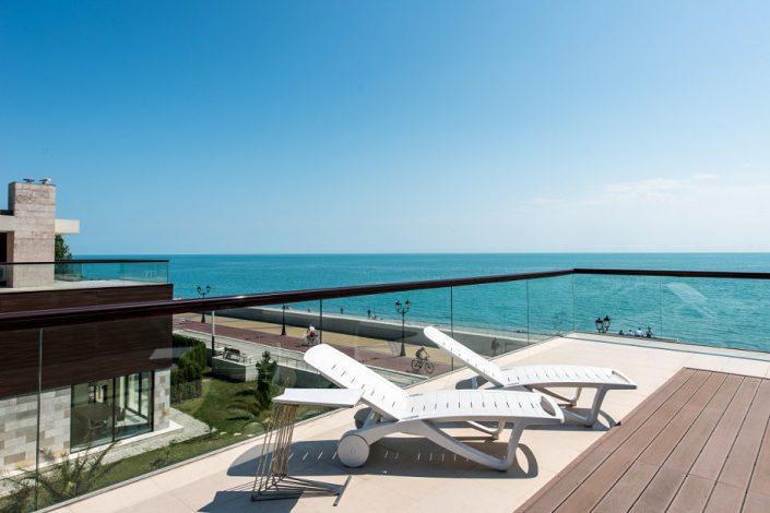 Терраса номера Делюкс с видом на море в вилле парк-отеля Арфа, Сочи, Адлер