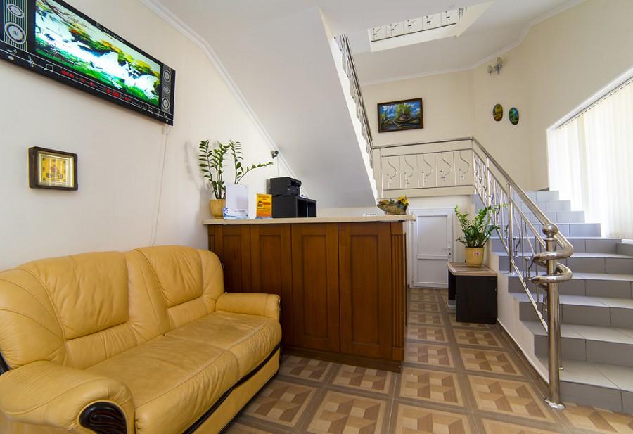 Служба приема и размещения гостей гостиницы Арстаа