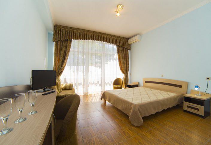 Номер Люкс двухместный двухкомнатный гостиницы Арстаа
