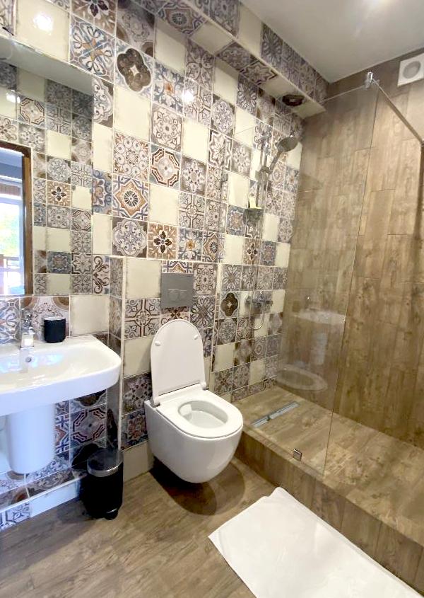 Туалетная комната в Стандартном номере гостиницы Art Hotel на Октябрьской