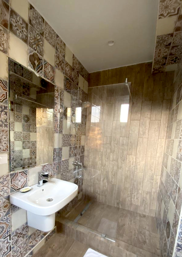 Туалетная комната в номере Делюкс гостиницы Art Hotel на Октябрьской