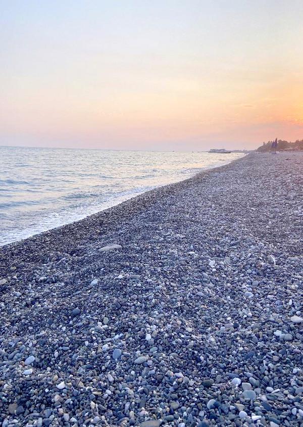 Пляж в Цандрипше, Абхазия