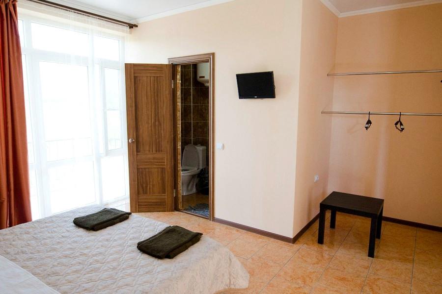 Трехместный номер мини-отеля Аскар