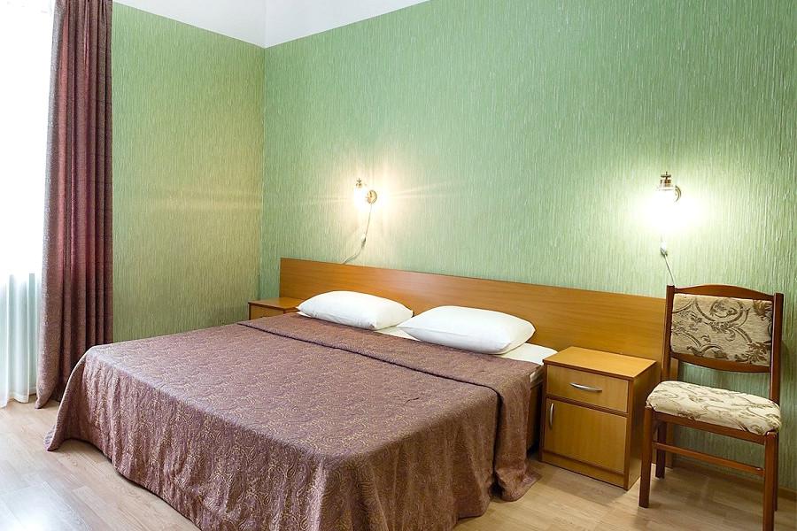 Стандарт двухместный с двуспальной кроватью отеля Атлантида