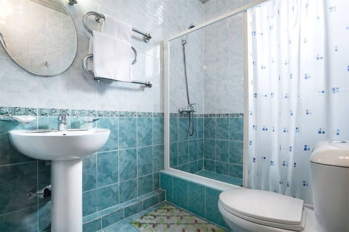 Туалетная комната номера Стандарт отеля Атлантида