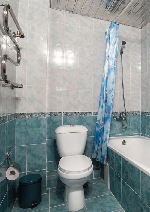 Туалетная комната номера Комфорт отеля Атлантида