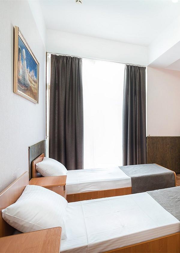 Полулюкс четырехместный двухкомнатный отеля Атлантида