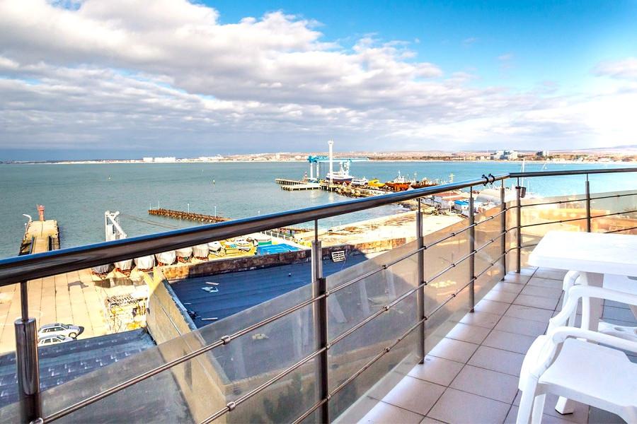 Вид с балкона номера Полулюкс отеля Атлантида