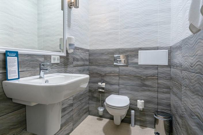 Туалетная комната номера Студия с видом на аквапарк в отеле Атлантида